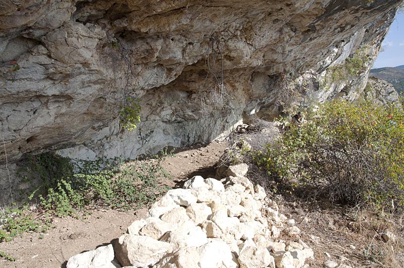 Anciens abris pour le bétail utilisant des abris sous roche
